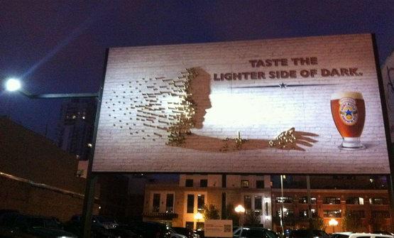 Инсталляции художников рекламного агентства Vitro для компании Newcastle.