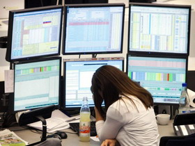 Метод короткой продажи акций.